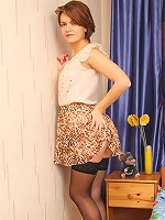 Pretty nylons giver babe charm and sexuality