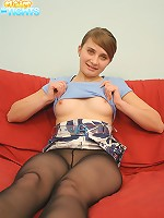 Full teenage shortie in pantyhose without panties