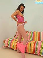 Full teeny�s pink flashing through her tights