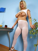 Dreamboat blondie with huge boobs poses in tights