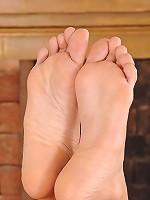 Danika & Eve's foot play