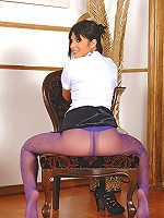 Naomi soloing in pantyhose