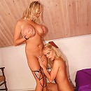 Hot lez action with a double dong